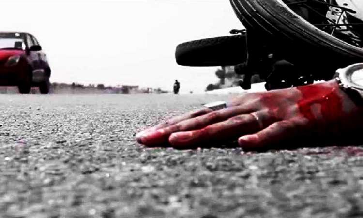 চট্টগ্রামে বাসের ধাক্কায় পাঠাও চালকের মৃত্যু: আহত যাত্রী