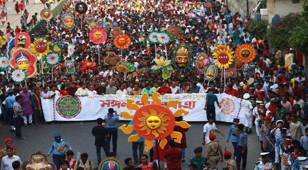 'মস্তক তুলিতে দাও অনন্ত আকাশে' এই প্রতিপাদ্যে শেষ হলো মঙ্গল শোভাযাত্রা