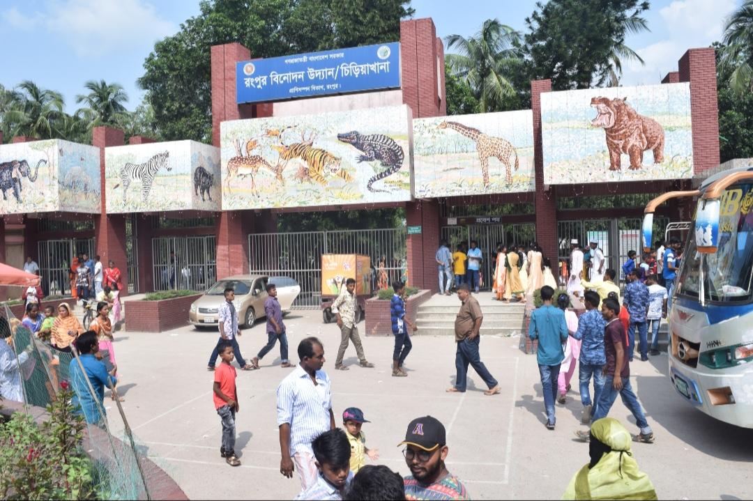 রংপুরে অসহ্য গরমেও বিনোদন কেন্দ্রে মানুষের ঢল
